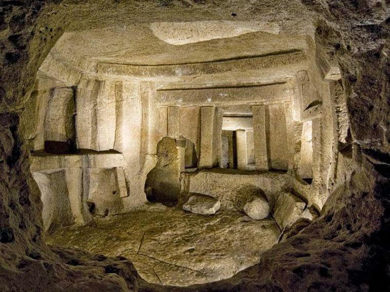 Una vista de la majestuosa Hipogeo, tallada en Piedra. Este descubrimiento se remonta a miles de años, siendo considerada la única estructura prehistórica conocida. Sin duda una evidencia de la existencia de avanzada tecnología en la antigüedad.