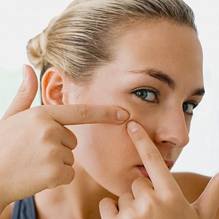 Những thực phẩm không tốt cho da mụn nhạy cảm