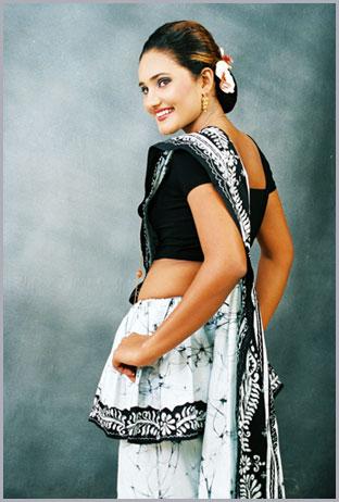 ... Traditional Kandyan Saree Designs: Prasnna batik Saree Collections