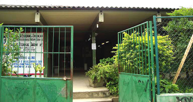 colegio ipe no jardim da saude: , um marginal invadiu o colégio estadual Jardim Ipê, em Belf