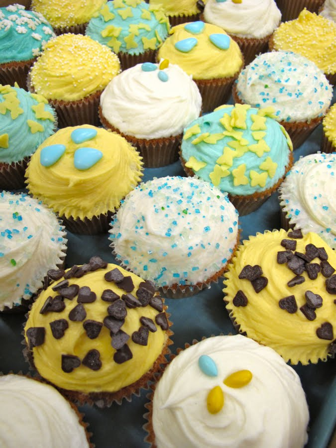 Here 39s some fun turquoise and yellow cupcakes we did for Natalie 39s wedding