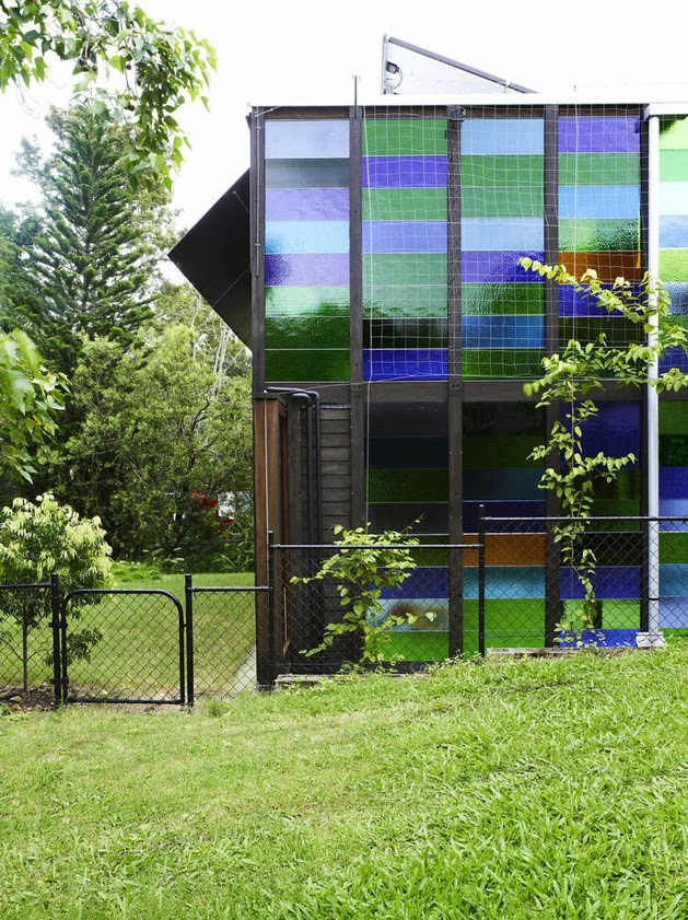 ... Kayu dengan Dinding Kaca Warna-Warni | Model Denah Rumah Minimalis
