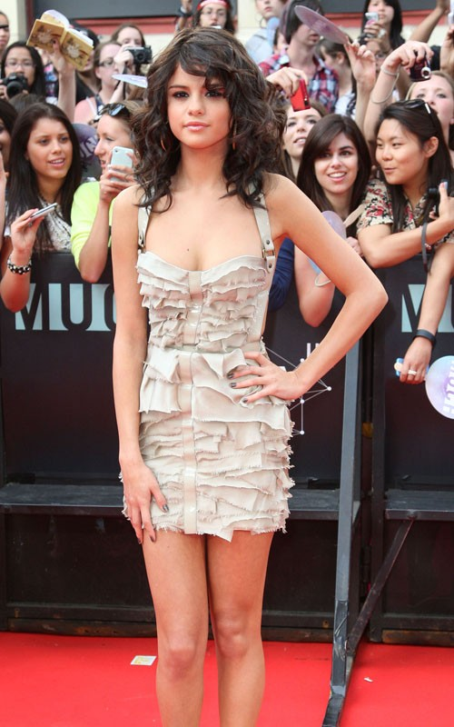 selena gomez 2011 june. Selena Gomez Hits Up 2011