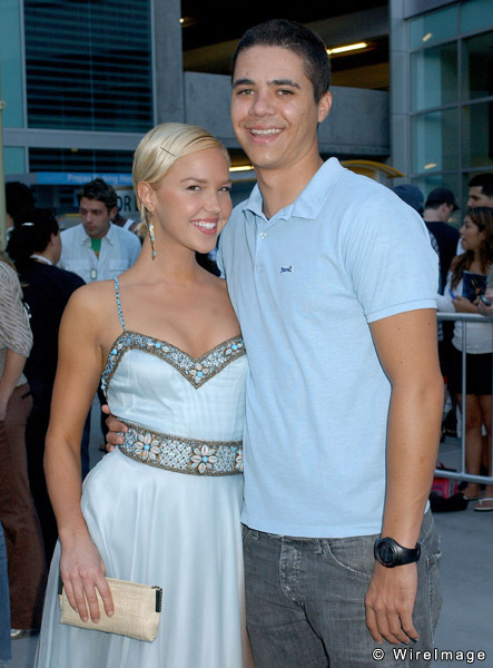 Arielle Kebbel With Boyfriend New Images 2012 2013