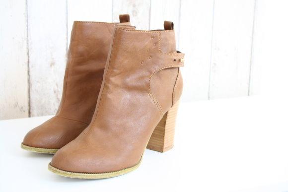 Schuhe mit Schlagstempel bearbeitet - Pimp my shoes