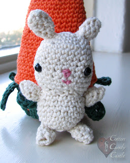 Amigurumi bunny and his carrot home