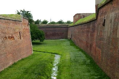 תעלות וחומות מבצר טרזין העתיק