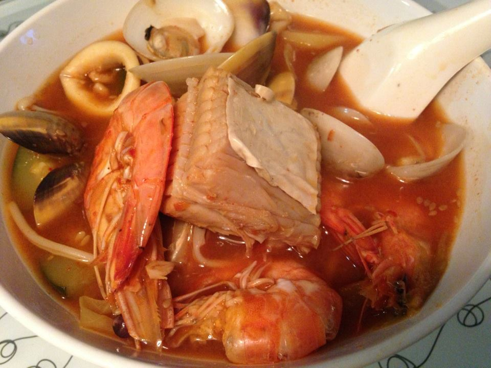 Add In Seafood Cook For 10min Followed By Vegetable Shimmer 5 Min Add In Green Chilli Serve In Bowl Or As Hot Pot Steamboat Soup Base