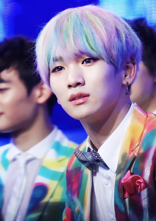 Misz Keju Keys Rainbow Hair