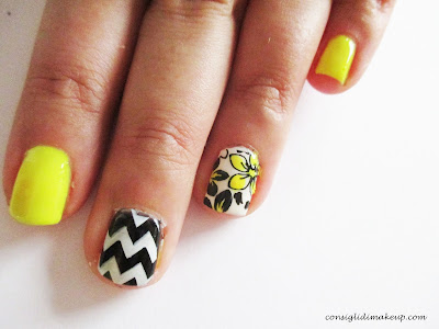 nail art floreale rock and flower