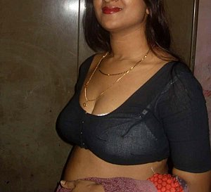 hot horny bhabhi stripping her saree and exposing her nudity in this