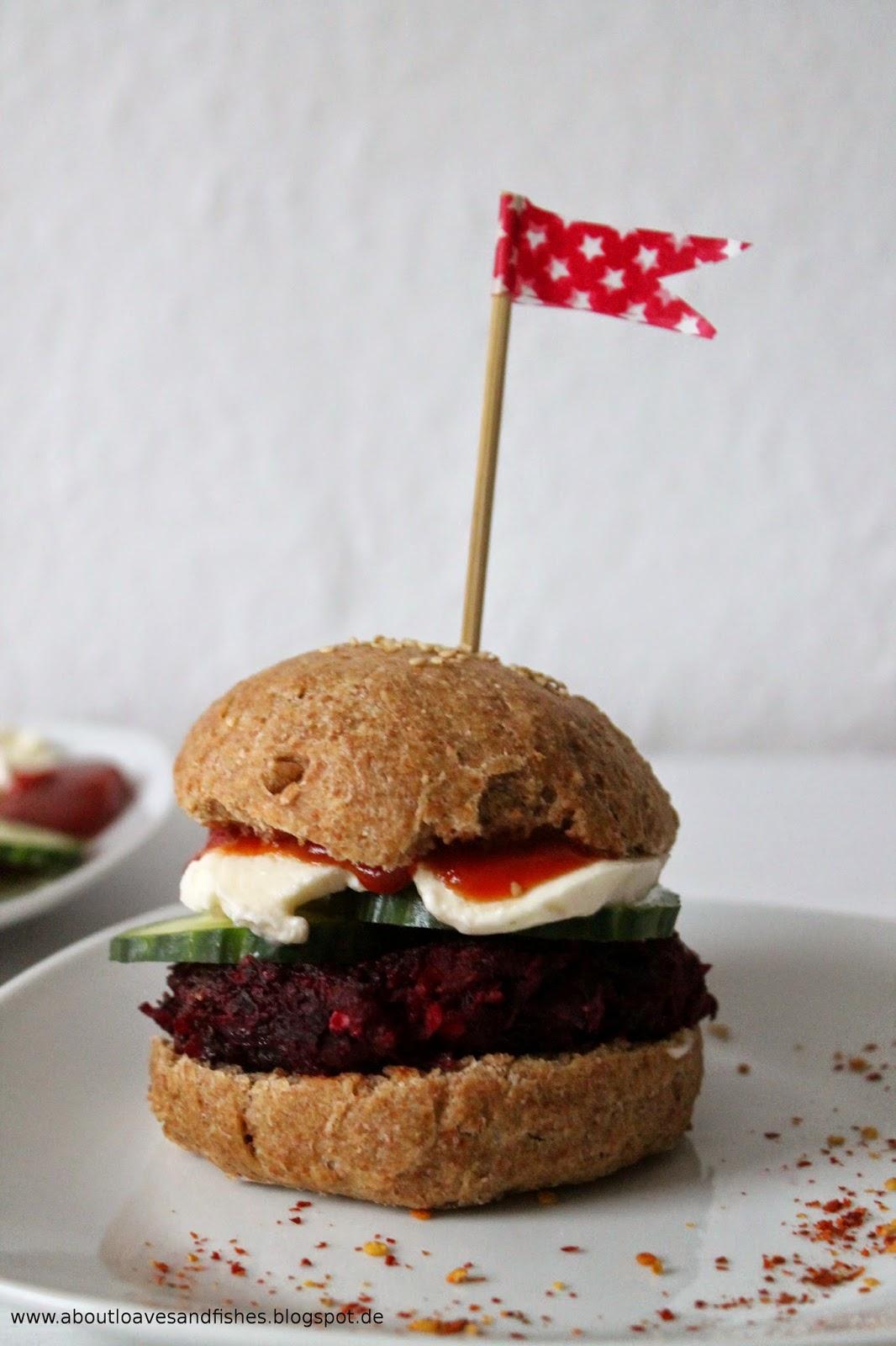 Rote-Bete-Burger mit Hackfleisch und Mozzarella