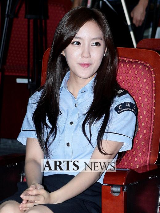 [11.09.16] T-ara son nombradas como embajadoras honorarias de Seúl en Aduanas 20110916_tara_customs_5