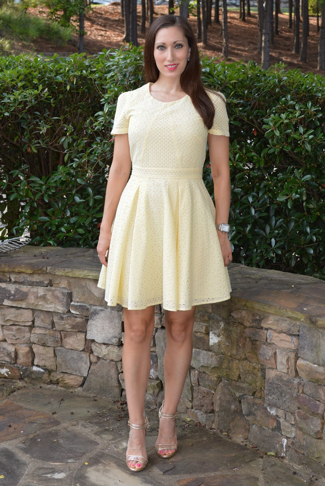Everyday Fashionista - Atlanta Blogger: Eyelet Summer