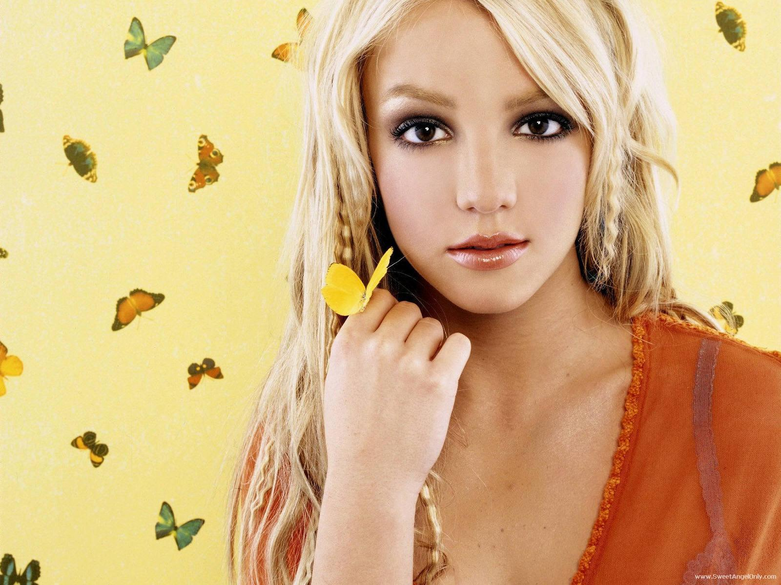 http://2.bp.blogspot.com/-tRSbbm3QYVs/TtjSiNfvf3I/AAAAAAAABqY/4Z9EcS6xBOo/s1600/britney_spears_pop_singer_photo_shoot_wallpaper-1600x1200-17.jpg