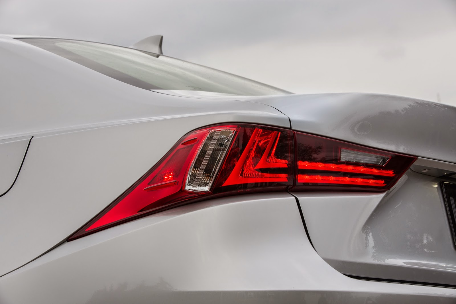 2015 Lexus IS 250 taillight detail