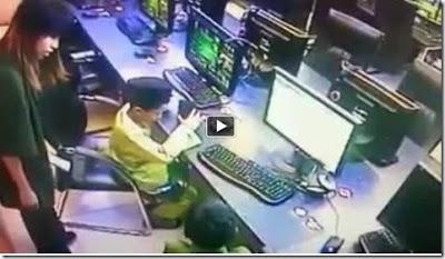 Video Kanak Kanak Lelaki Beronani di Cyber Cafe