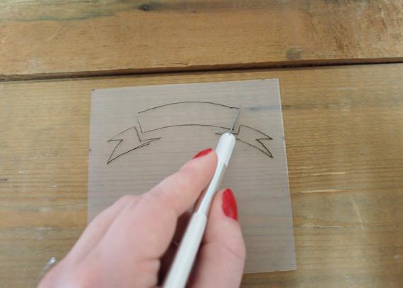 diy fabriquer ses propres faire parts en embossage plume ruban. Black Bedroom Furniture Sets. Home Design Ideas
