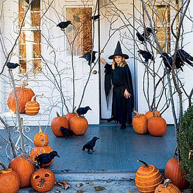 Finalmente, excelente manera de sorprender a tus invitados con este tipo de decoración, pensada para una fiesta de Halloween con muy buen gusto.