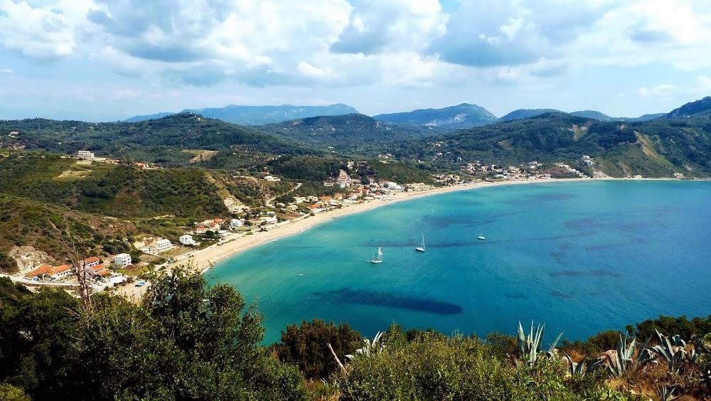Blick von Afionas auf die Bucht von Agios Georgios Pagon (Korfu)