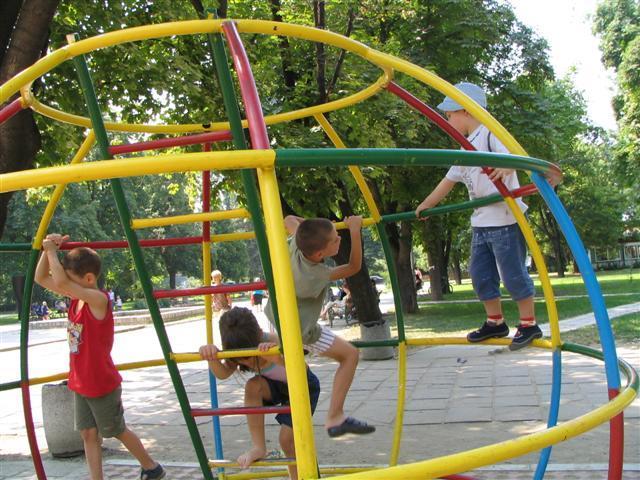 Educar a los hijos las trastadas de los ni os for Para desarrollar un parque ajardinado
