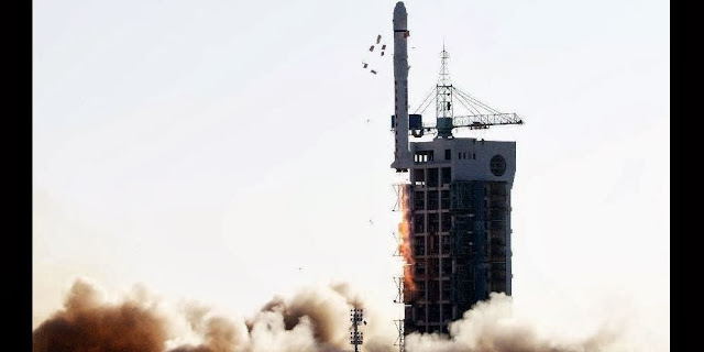 A Long March-2D carrier rocket carrying the Experiment-5 satellite blasts off from the launch pad at the Jiuquan Satellite Launch Center in Jiuquan, northwest China's Gansu Province, Nov. 25, 2013. China on Monday successfully launched the satellite, which will conduct technological experiments and environmental surveys. (Xinhua/Zhu Zheng)