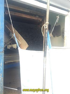 Máy ép bùn băng tải cho ra mẻ bùn còn rất ướt, lượng nước thải còn nhiều