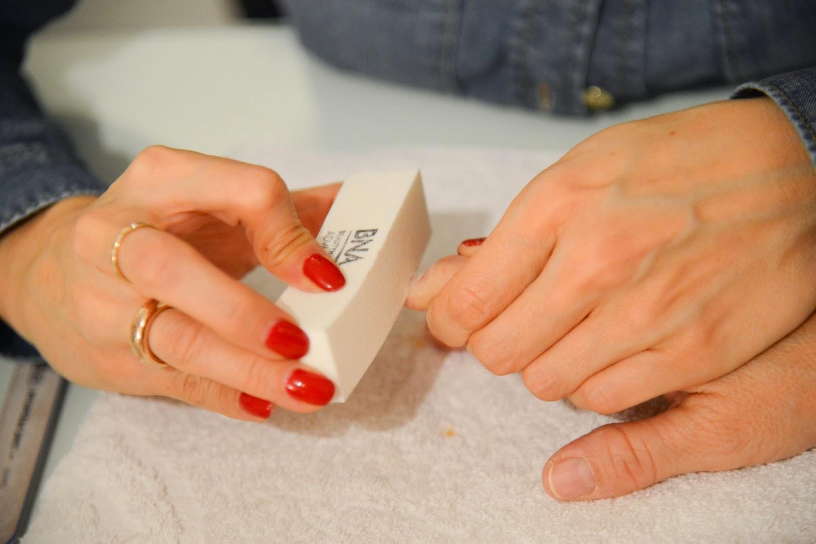 strass layette tutoriel pour la pose de vernis semi permanent. Black Bedroom Furniture Sets. Home Design Ideas
