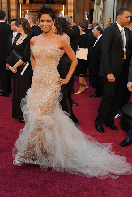 halle berry oscars 2011 dress. Halle Berry - 83rd Annual