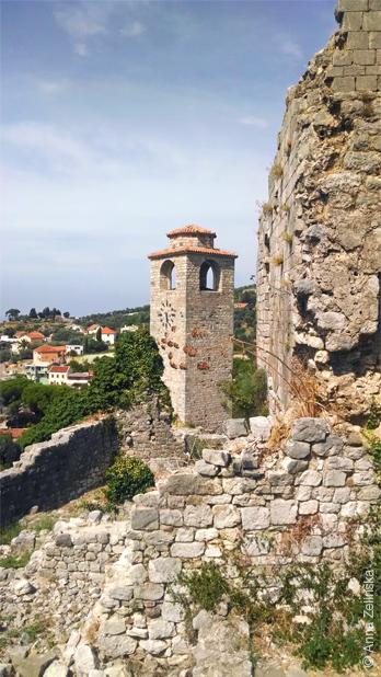 Башня с часами в Старом Баре, Черногория