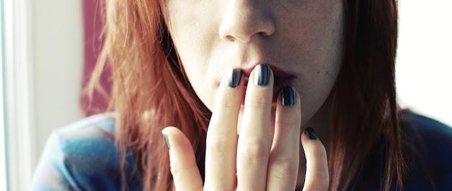 vernis-magnétique-nocibé-rousse-vernis-gris-black-attraction-vernis-magnet