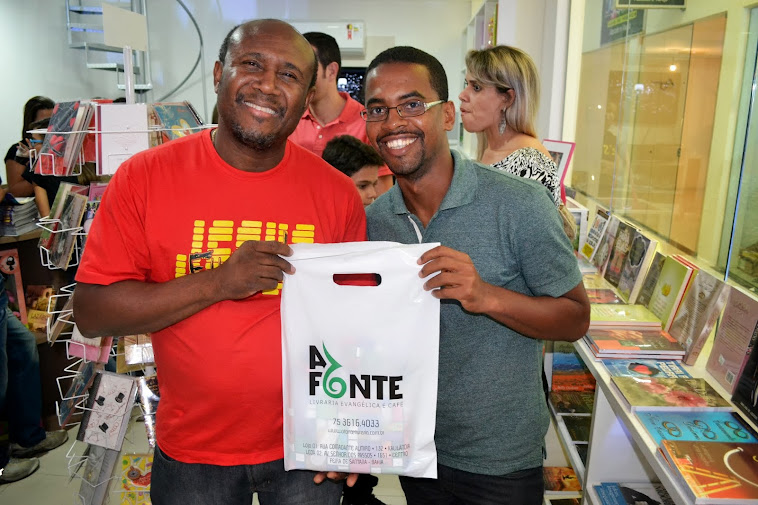 Inauguração de livraria religiosa conta com a presença de  integrantes do Programa Sem Nome