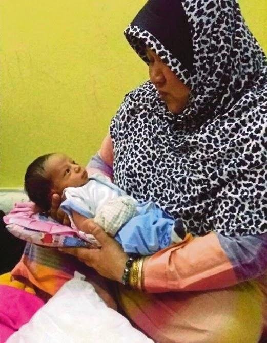 Bayi Comel Ditemui Dalam Beg Kertas Tersenyum Dan Tidak Menangis