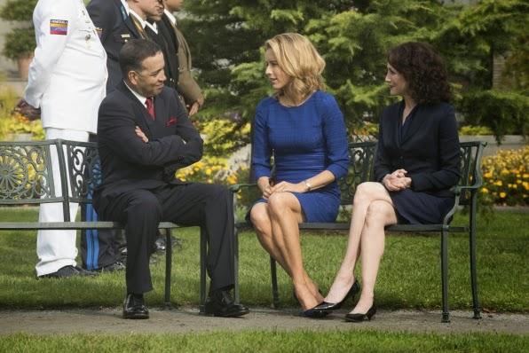 Elizabeth McCord (C) and Nadine Tolliver (R) with President of Venezuela
