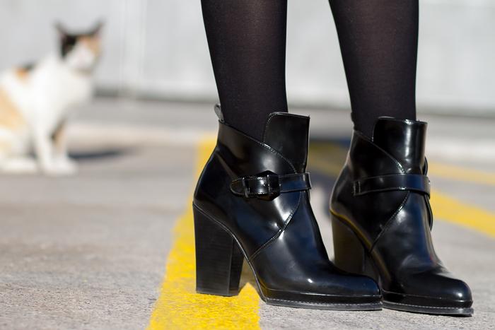 Botines de charol con hebillas negros de Zara