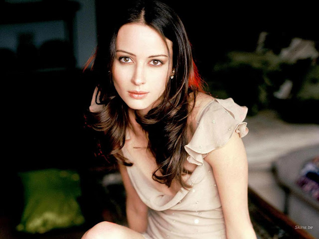 Amy Acker Gallery