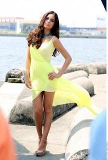Ximena Navarrete luce radiante en un vestido amarillo