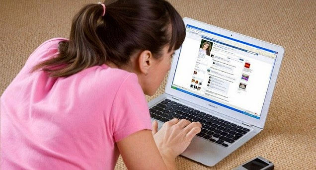 Sering Ganti Foto Profil? Itu Gejala Facebook Syndrome!