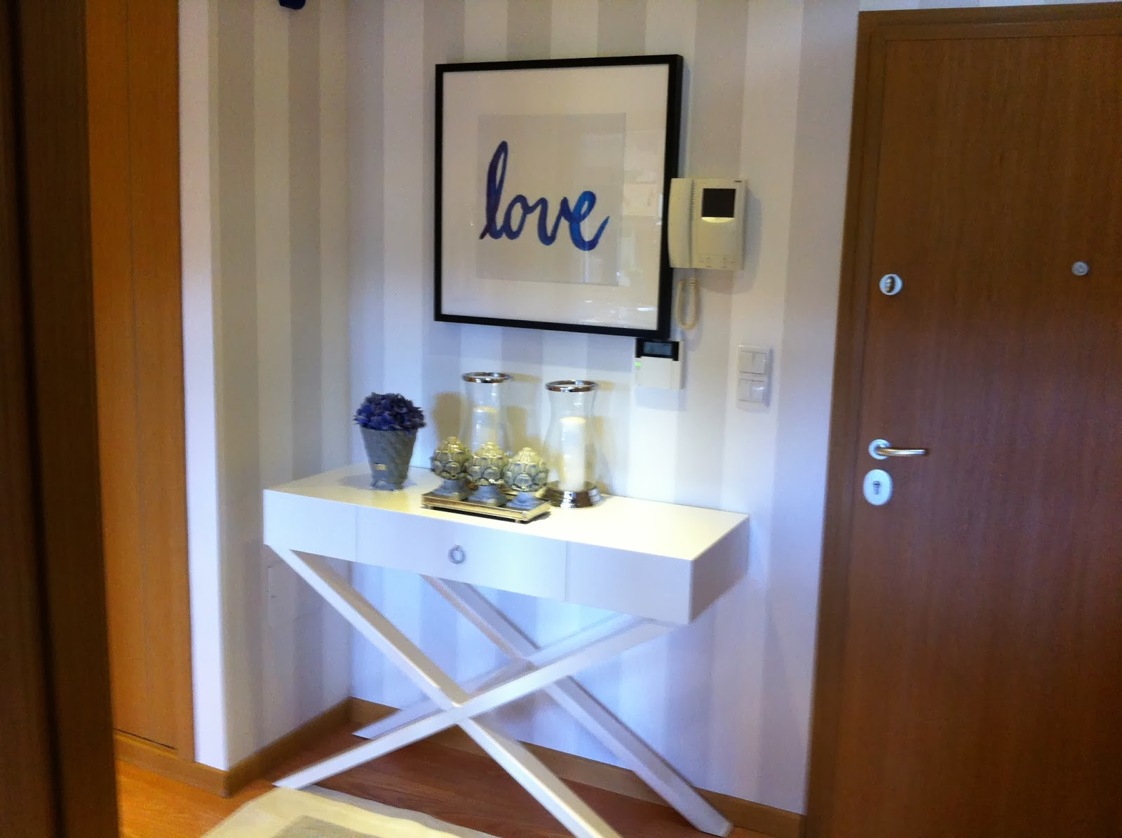 Blanco interiores um hall novo for Entradas de casa ikea