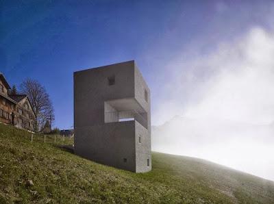 Imponente vista de la pequeña casa cubo