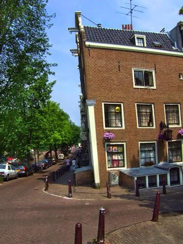 Casas inclinadas en Ámsterdam