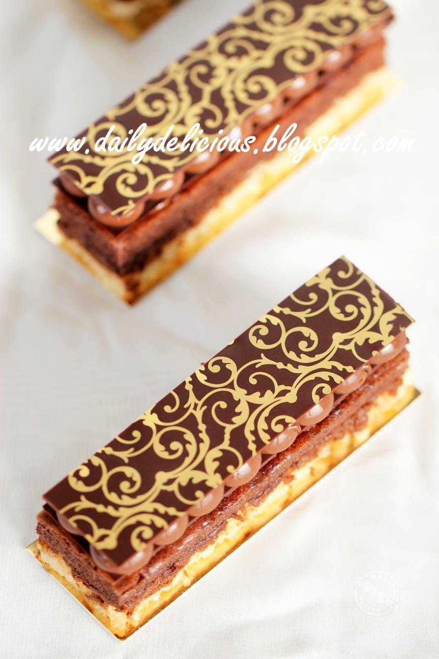 Optimum Nutrition Cake Bite Protein Snacks Chocolate Cherry Red Brown