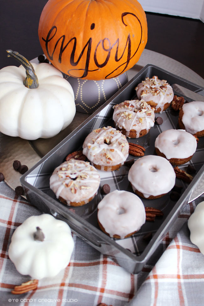how to make pumpkin spice donuts, baked donuts plaid tray, free recipe cards