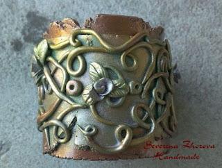 Гривна от полимерна глина с имитация на метални елементи