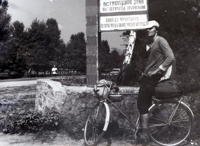 Молдавия велосипедист граница старое фото