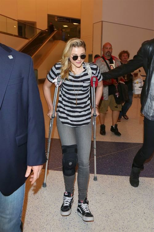 What happened? Chloë Moretz is on crutches | At the airport in Los Angeles
