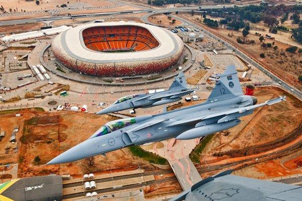 http://2.bp.blogspot.com/-tVl4Q4DG6dw/UUG2FvPFO8I/AAAAAAAAJTo/sh9kfty5V8Q/s640/SAAF-Gripen-over-Soccer-City-Stadium-Johannesburg-South-Africa.jpg