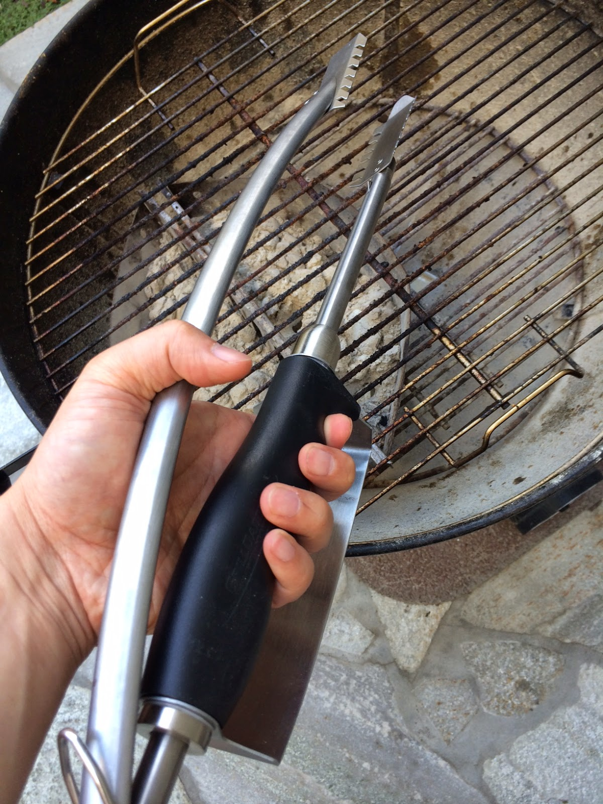 dirty smoke bbq blog review grill daddy heat shield tongs and