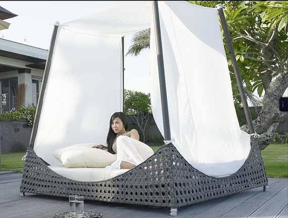 Desain Tempat Tidur Kanopi Simbol Keanggunan