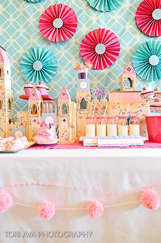 Vintage Wedding Decorations on Birthday Girl Castle Cake Pink Turquoise Flowers Decorations Ideas Jpg